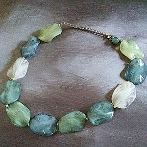 Jewelry - Stone look necklace
